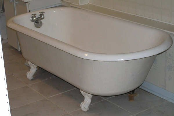 Bathtub Resurfacing Cleveland OH - Vintage Freestanding Cast Iron Clawfoot Tubs