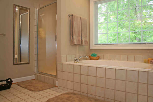 Bathtub Resurfacing Charlotte NC - Colored Porcelain, Enameled & Acrylic Costs