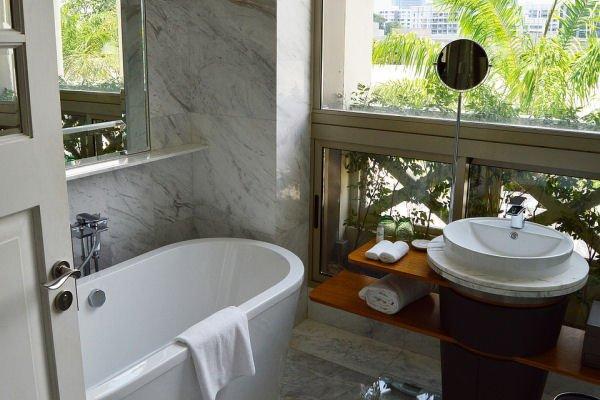 Bathtub Refinishing Jacksonville FL - Colored Porcelain, Enameled & Acrylic Tubs